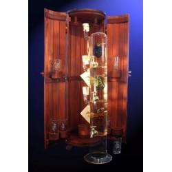 Бутилка с дървена кутия и чаши