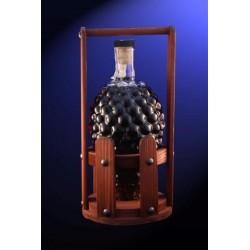 Бутилка грозде в дървена стойка - модел 2